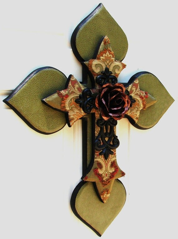 DC012B Green Stacked Cross with Rose