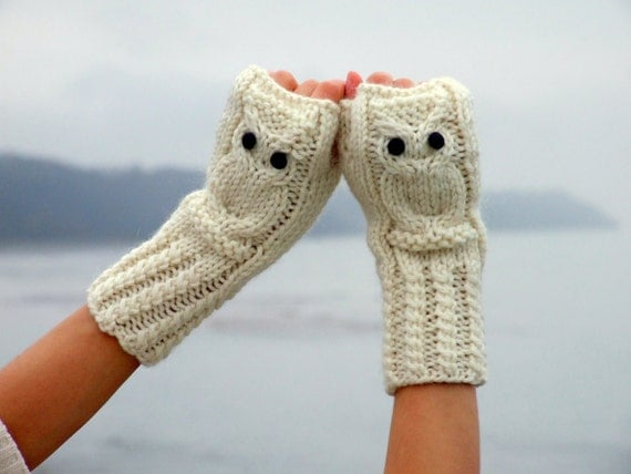 Hedwig owl fingerless mittens / gloves in white made of wool alpaca acrylic yarn blend