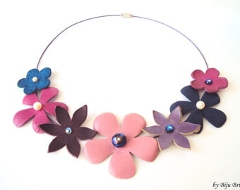 Leather Flower Necklace, Pink Leather Flowers, Summer Bouquet Necklace, Wire Wrapped, Leather Collar Necklace, Bib Necklace, Statement Bib
