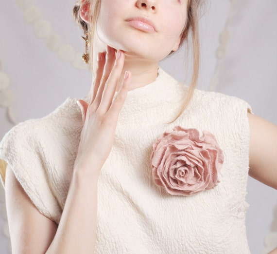 Felt Flower Brooch, Womens Jewelry, Floral Jewelry, Blush Wedding Brooch, Bridal Jewlery, Rose Jewelry, Shabby Chic Jewelry,Pink Rose Brooch