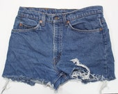 Vtg Levis  High Wasted Cut off shorts size S-M