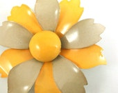 vintage enamel flower pin brooch YELLOW and BEIGE from 1960s-1970s