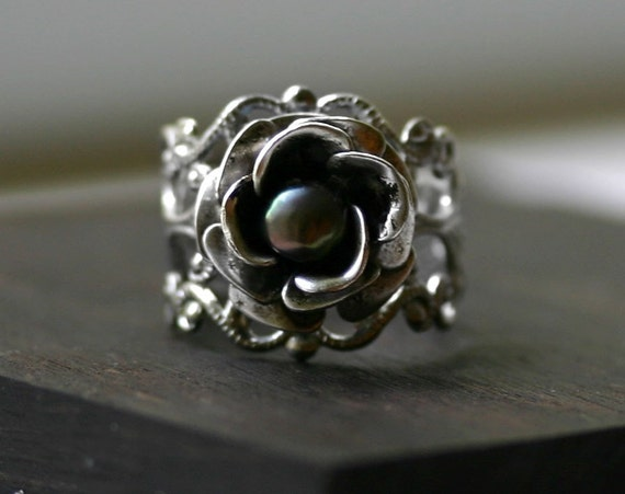 Pearl Rose Ring in Silver and Peacock Pearl