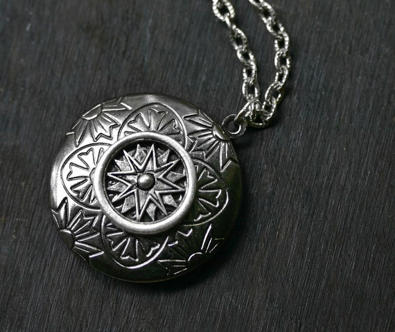 Steampunk Compass Locket in Gunmetal