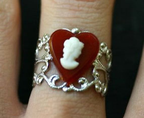 Cameo Ring - Queen of Hearts - Alice in Wonderland