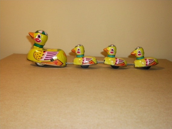 Tin Duck Family Wind Up Vintage Collectors Edition Toy, 1970s
