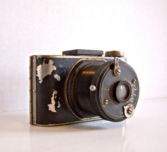 Vintage Chippy German Ruberg Camera