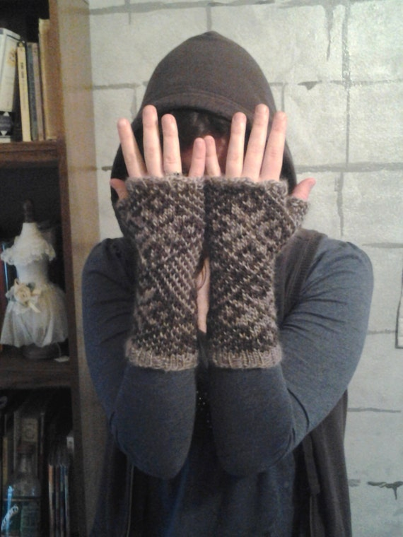 LADY SIF Fingerless Mitts with Nordic Star Free shipping to US and Canada
