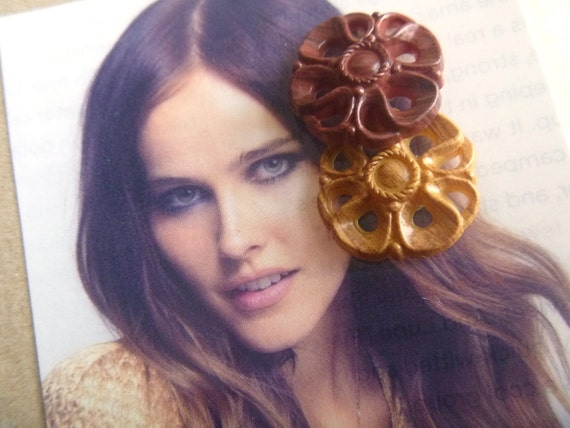 CLEARANCE: Brown Mismatched Flower Vintage Button Earrings