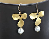 Pearl Orchid Earrings Gold,14k Gold Filled Earrings,Bridal Jewelry,Bridesmaid Gifts,Mothers Jewelry,Bridal Orchid Jewelry
