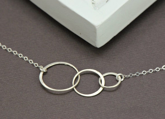Sterling Silver Circles Necklace -  Family Jewelry, Couples Necklace, Wife, Sisters Necklace Linked Rings Necklace