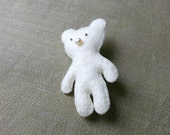 felt brooch white BEAR with PEARL NOSE / ready to ship