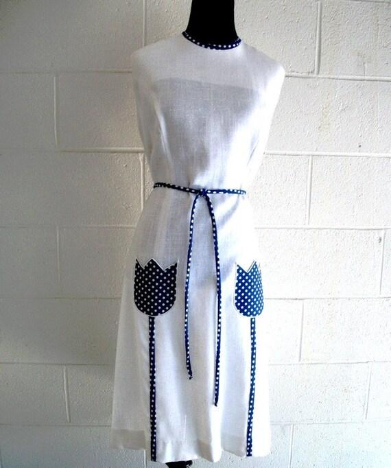 Polka Tulips Pockets  on White Linen Like  70s Dress size 14 or 16