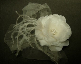 Bridal flower fascinator,Derby hat,Costume fascinator,Spring Flower fascinator, White flower fascinator,feather fascinator,Cocktail hat