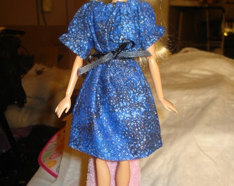Blue and gold print easy on peasant dress for Fashion Dolls - ed134