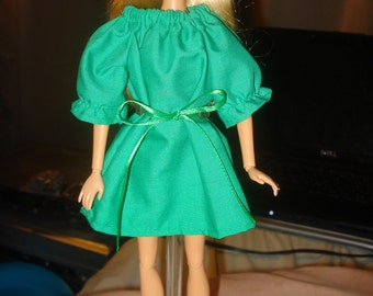SALE - Easy on green peasant dress for Fashion Dolls - ed169