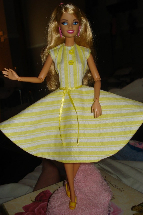 Circular skirt dress in yellow and white stripe fabric for Fashion Dolls  -  ed17