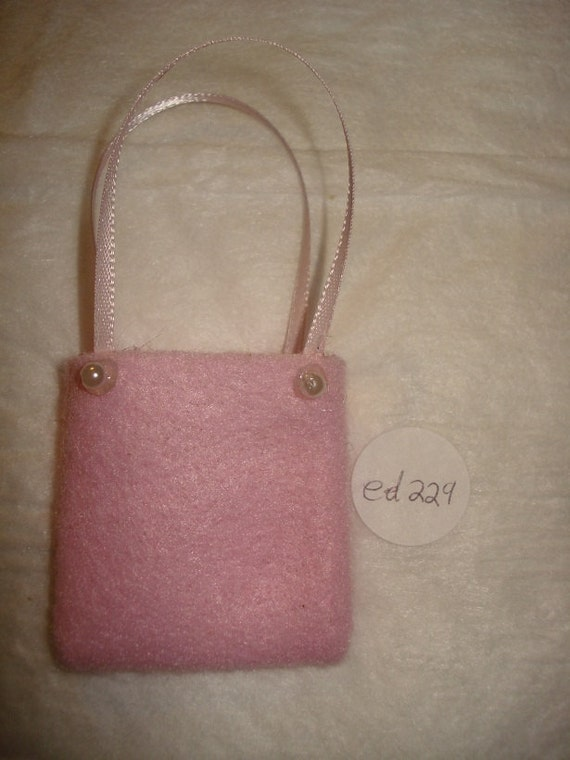 SALE - Pretty pink purse with pearl accents for Fashion Dolls - ed229