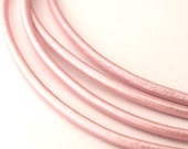 LRD0120056) 1 meter of 2.0mm Suraiya Metallic Round Leather Cord