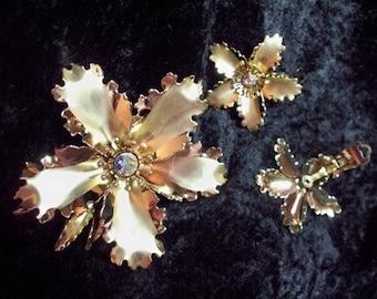 Vintage Goldtone Flower Pin and clip earrings Set