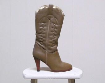 Vintage 1970s Boots / 70s Khaki Leather Nine West Disco Cowboy Boots / Size 6.5 US