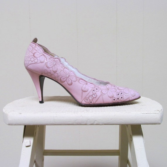Vintage 1980s Shoes / Pink Embroidered Leather Pumps / Stuart Weitzman Size 7 - 8