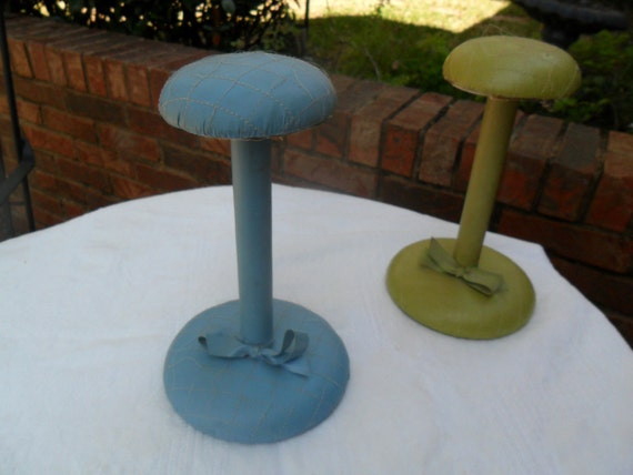 VTG 1950s Blue Leather Hat Stand Mid Century Oo LaLa Marilyn Monroe Hollywood Regency