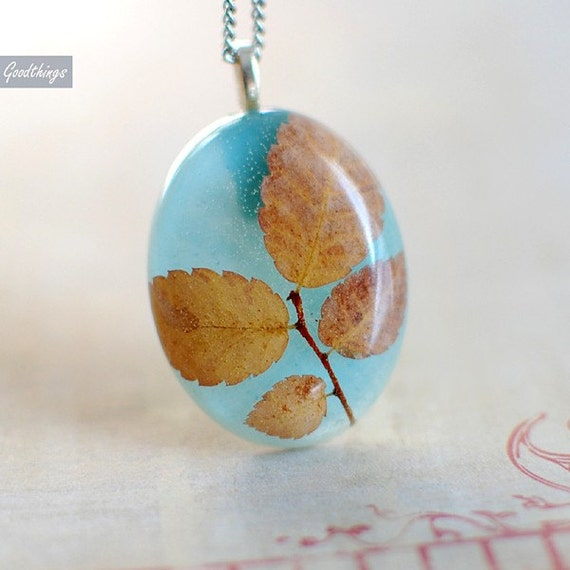 Sunny Day - Oval Shape Clear Resin Necklace