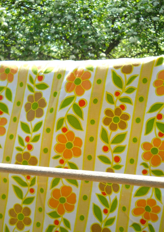 Vintage Spring and Summer Flowers Linens - Fitted Sheet