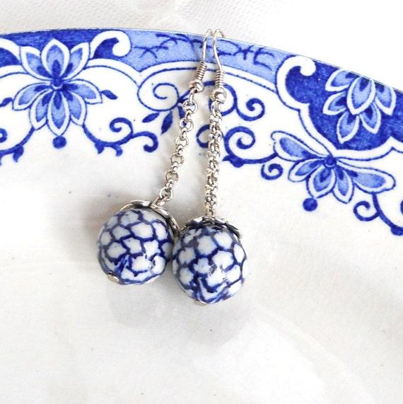 delft blue earrings delft blue jewelry dangle earrings Delft Holland white and blue blue dangle earrings