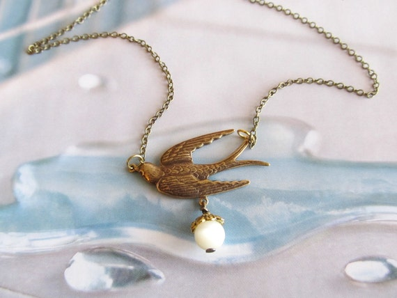 SALLY  Antique Flying Dove Sparrow Bird Charm Necklace        (GREAT GIFT)