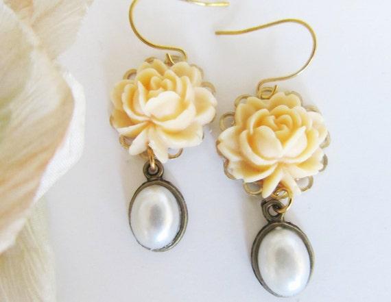 Creamy yellow Elegant Earrings
