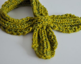 Knitting Pattern: Women's Looped Scarflette