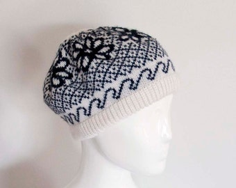 Vintage 80s Knit Beret in Black and Antique White