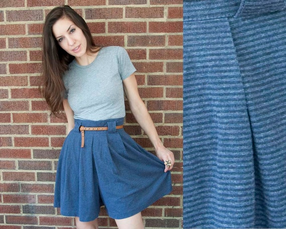 80s Vintage Pleated Palazzo Blue Stripe Comfy Shorts. (L)