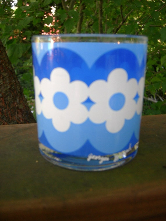 7 vintage Georges Briard FUNKY Blue and White FLOWER POWER Glasses Tumblers