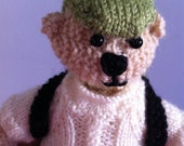 Hiking Bear: Knitted toy bear with a backpack.