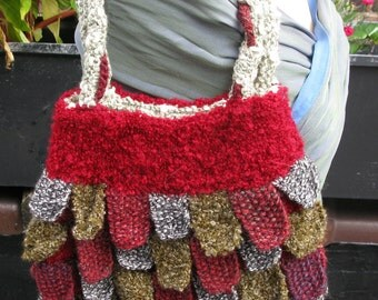 For mermaids: Scalloped knitted shoulder purse.