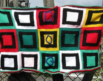 Lucky dog: Colorful blanket for the pampered pooch