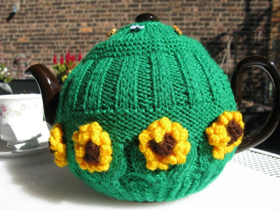 Tea time in the garden: sunflowers, bees and dragonflies tea cozy