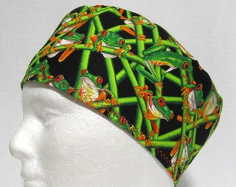 Mens Scrub Hat with Red Eyed Tree Frogs on Black