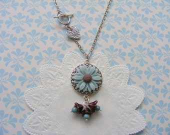 Summer necklace, daisy cabochon necklace, flower necklace, antique silver chain.