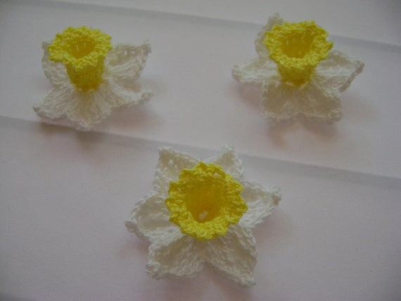 6 new crochet daffodils from cotton in colors white and yellow  (E08)
