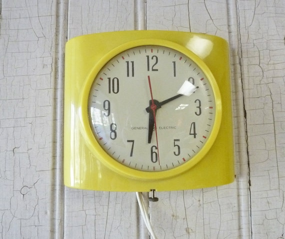 Retro Electric Kitchen Wall Clocks: Vintage General Electric Yellow Kitchen Wall Clock 1950s
