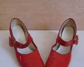 70's fire red lustrous mary janes with round buckles women's 7