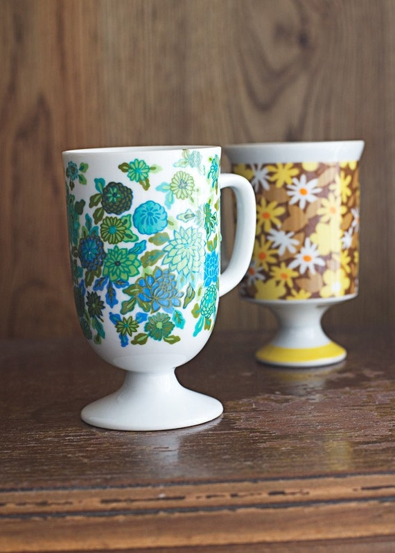1970s Coffee Mugs Instant Collection Pedestal Cup