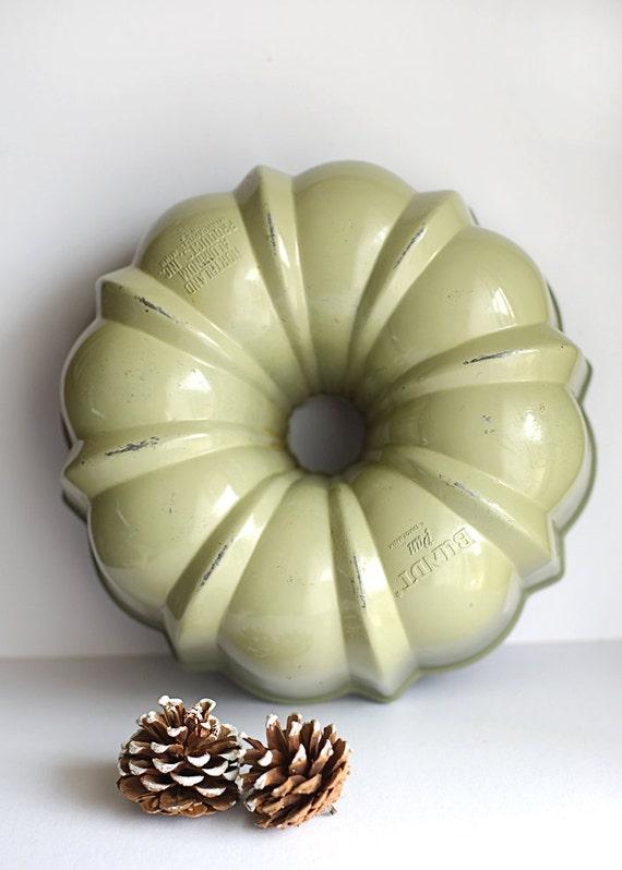 Bundt Pan Heavy Cast Aluminum Baking Cake Teflon Avocado Green