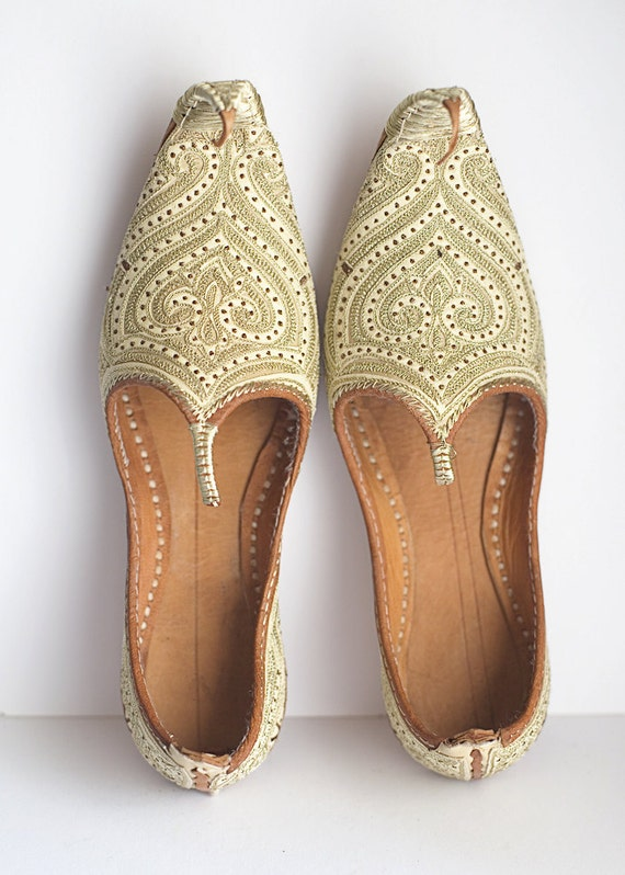 Moroccan Leather Shoes Slippers Gold by ForestDaydream on Etsy