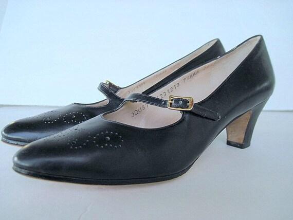 Vintage Ferragamo Heels Navy Leather Spectator Mary Janes Size 7 1/2 Retro Strappy Pump