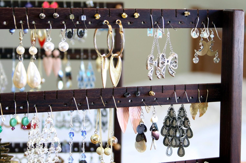 boucle d 39 oreille porte bijoux organisateur par tomsearringholders. Black Bedroom Furniture Sets. Home Design Ideas